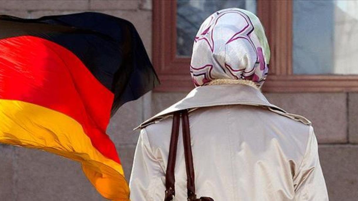 Di Jerman Guru Menang Kes Pakai Tudung