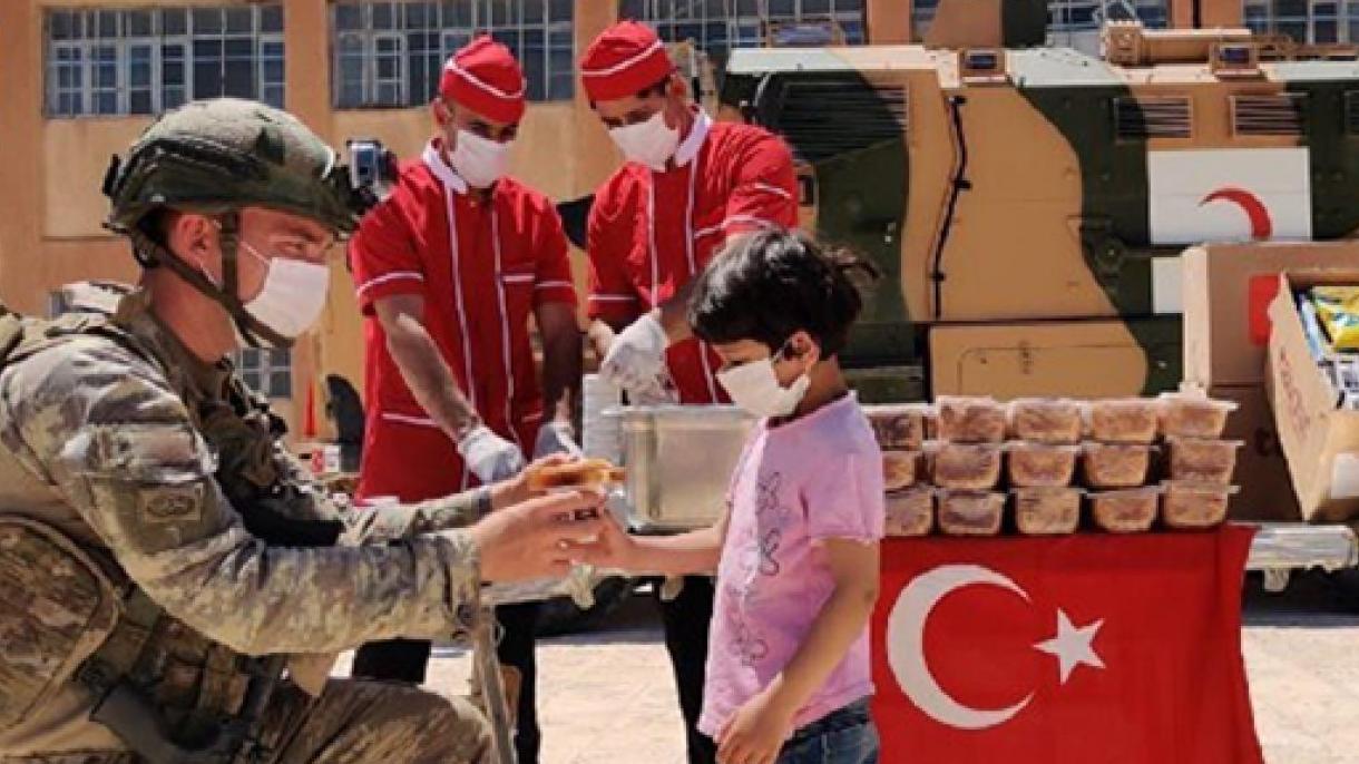 کمکهای بشردوستانه سربازان ترک به نیازمندان سوری