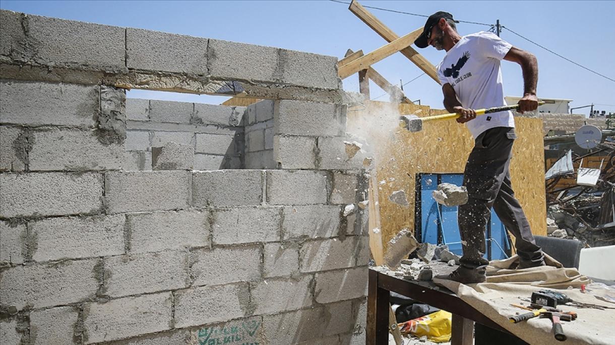 Palestinska porodica primorana da vlastitim rukama sruši svoju kuću