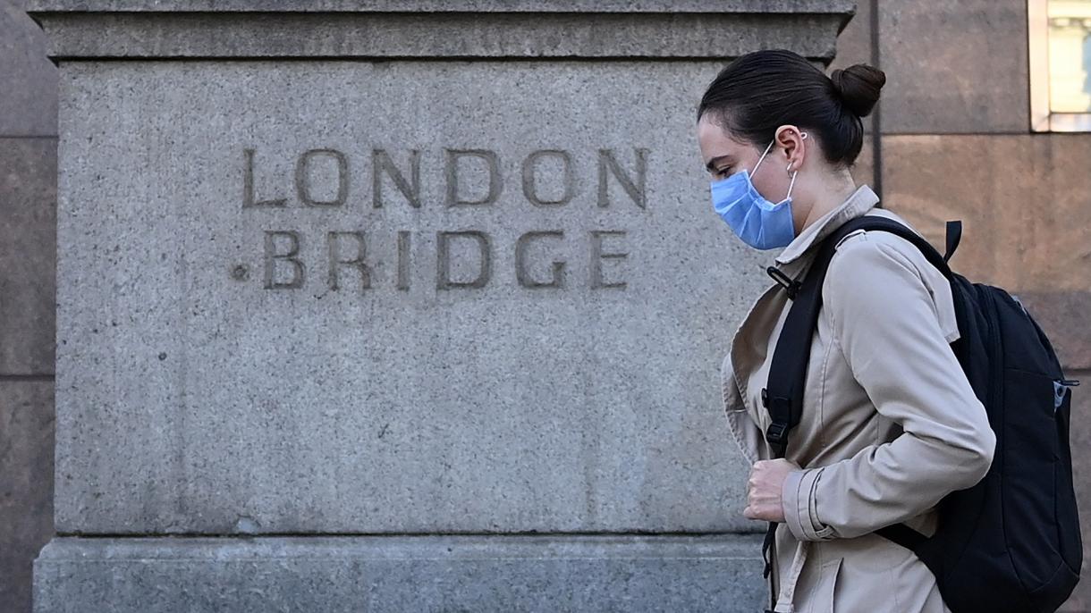 Reino Unido multará con 10.000 libras esterlinas a los que incumplan el  autoconfinamiento